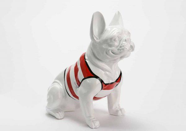 Bulldog sentado marinero rojo